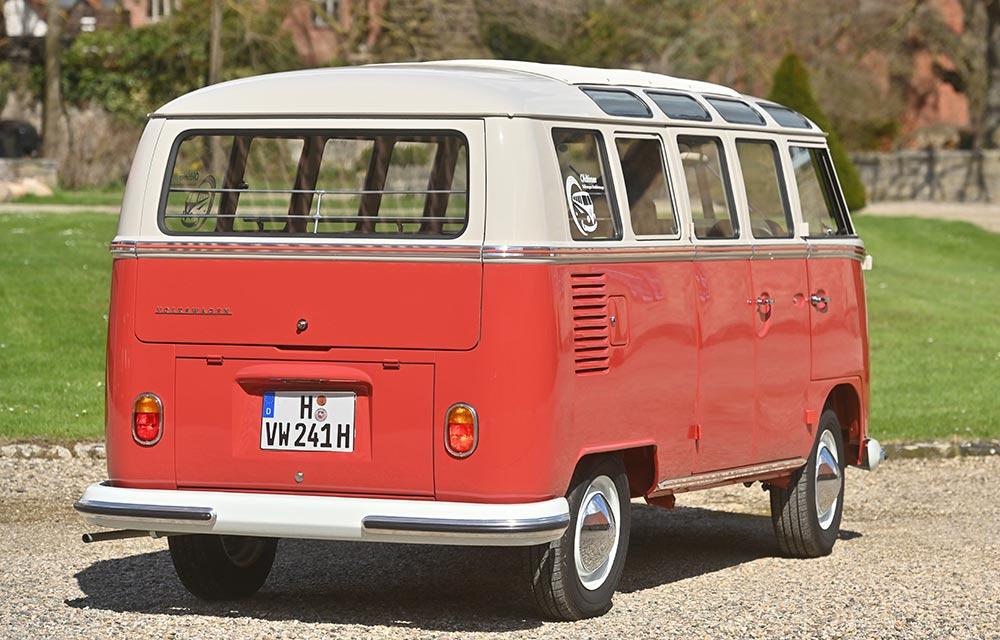 Na Europa, a partir de 1963, a Kombi Samba passou a vir com 21 janelas com a mudança da traseira
