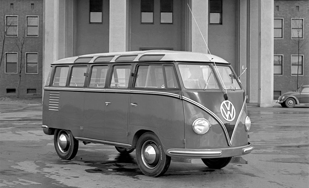 Foto de época mostra a primeira Volkswagen Kombi Samba de 1951